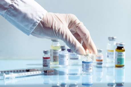 O estudo esclarece que a duração dessa proteção dada pelas vacinas mRNA pode diminuir entre pessoas com mais de 75 anos
