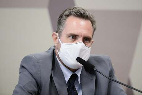 Em pronunciamento, à mesa, representante da empresa Davati Medical Supply, Luiz Paulo Dominguetti Pereira