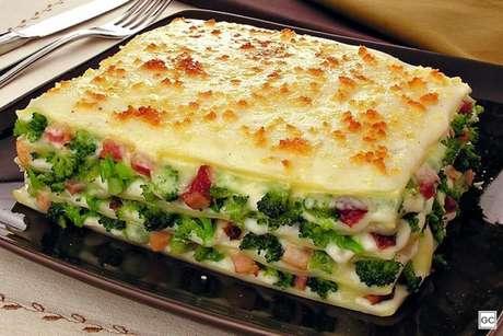 Guia da Cozinha - Lasanha de brócolis e molho branco deliciosa