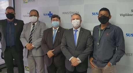 Reverendo Amilton Gomes registra encontro no Ministério da Saúde; Dominguetti (o primeiro dà esquerda), Cruz (ao meio) e major da Força Aérea Hardaleson Araújo de Oliveira (segundo à direita) também marcaram presença