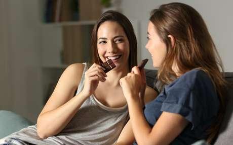 3 maneiras de ter chocolate na dieta e ainda ajudar a saúde