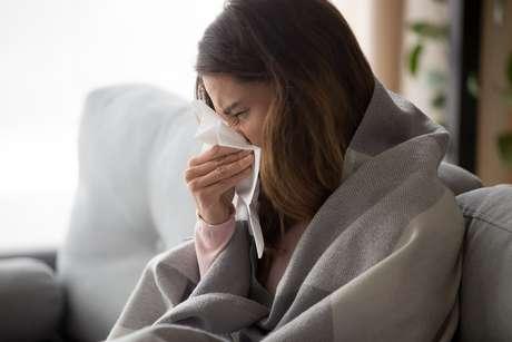 Algumas atitudes podem evitar ou reduzir a proliferação de doenças infecciosas e a piora dos sintomas respiratórios