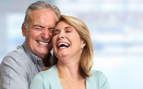 Saúde bucal: os idosos podem fazer clareamento dental?