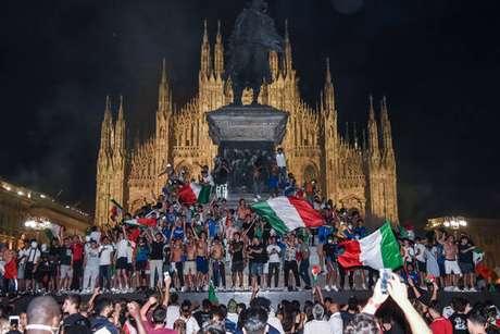 Festeggiamenti in Piazza del Diomo, il centro di Milano