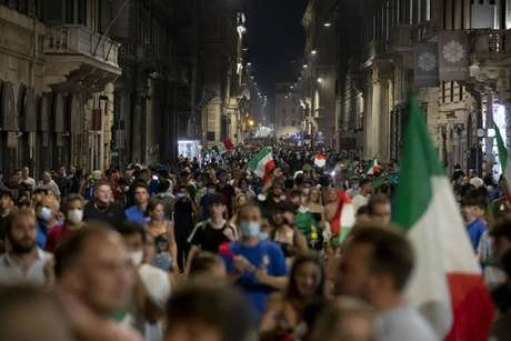Festa dei tifosi italiani a Roma