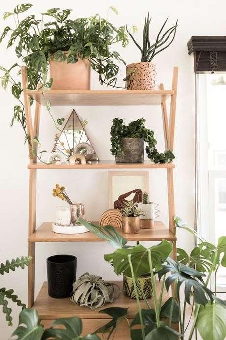 26. Estante cavalete para plantas de madeira – Foto Decor Style