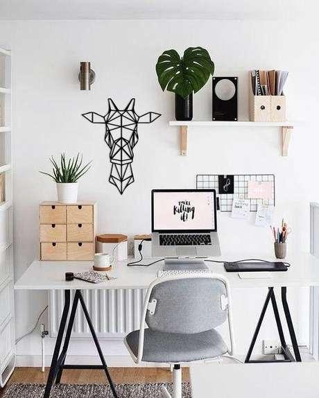 35. Mesa de escritório confortável com cavalete de ferro preto – Foto Princesas Empreendedoras