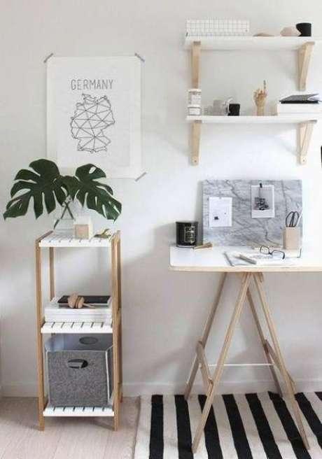 34. Mesa de escritório com cavalete – Foto Organization Imageine