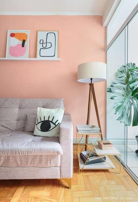 5. Abajur de pé para sala de estar decorada em tons pastéis – Foto: Histórias de Casa