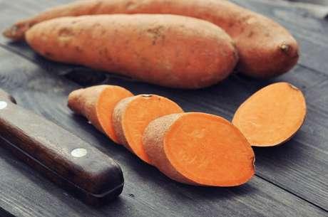 Estudos sugerem que os antioxidantes da casca dabatata-doceroxa reduzem o risco de câncer