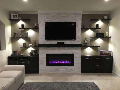 60. Tons de cinza para decoração moderna de sala de estar com lareira elétrica Foto Fireplace Ideas