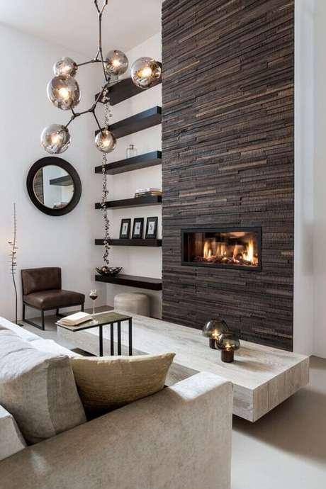 45. Revestimento de pedra para decoração de sala de estar com lareira – Foto: TLF Interieurs