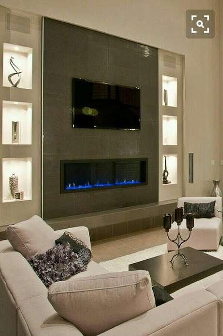 28. Decoração de sala de estar com lareira elétrica moderna – Foto: Pinterest
