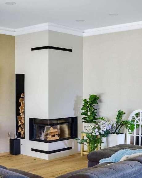 22. Decoração de sala com lareira de canto e nicho para armazenar lenha – Foto: Home Fashion Trend