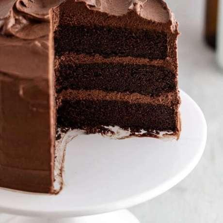 Aprenda como fazer bolo do diabo em uma versão mais simples.