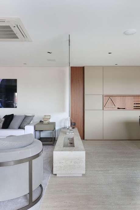 13. Cores claras para decoração de sala moderna com lareira a gás – Foto: Patricia Bergantin