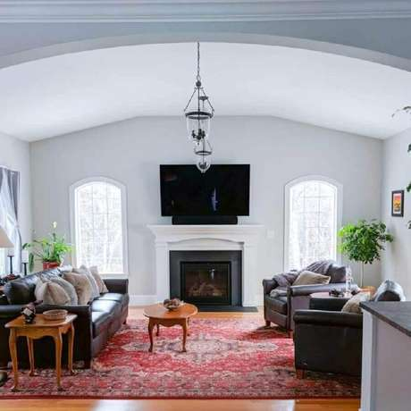 58. Tapete persa para decoração de sala com lareira – Foto: MT Esty Manor