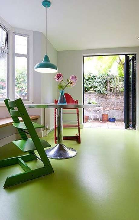 31. Piso pintado verde claro com resina epoxi – Foto The Guardian