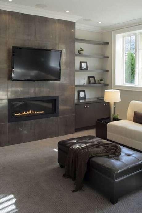 59. Tons de cinza para decoração de sala com lareira – Foto: Home Stratosphere