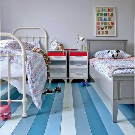 7. Piso pintado com listras em tons de azul – Foto Ideal Home