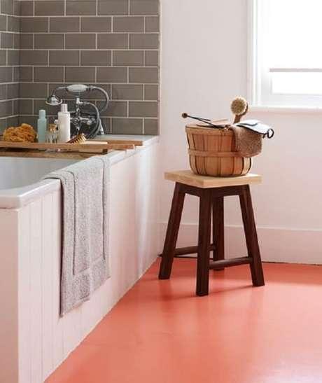 39. Cozinha com piso pintado cor de rosa – Foto Real Simple