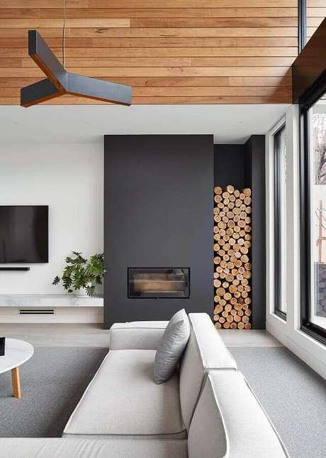 31. Decoração em tons de cinza para sala de estar com lareira moderna – Foto: Pinterest