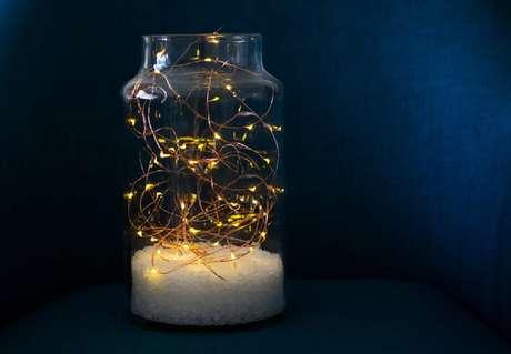 3. Modelo delicado de luminária com pote de vidro – Foto: istockphoto