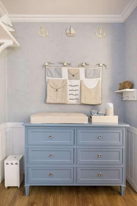 16. Cômoda com trocador clássica azul para decoração de quarto de bebê – Foto: Carminatto