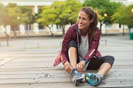 Segundo o ginecologista, a prática de atividades físicas pode ajudar a combater os incômodos da TPM