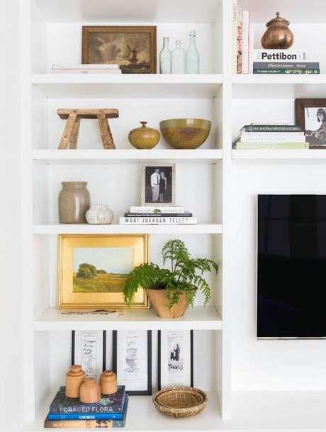 41. Estante de gesso branca para sala de estar – Foto amber Interior Desig