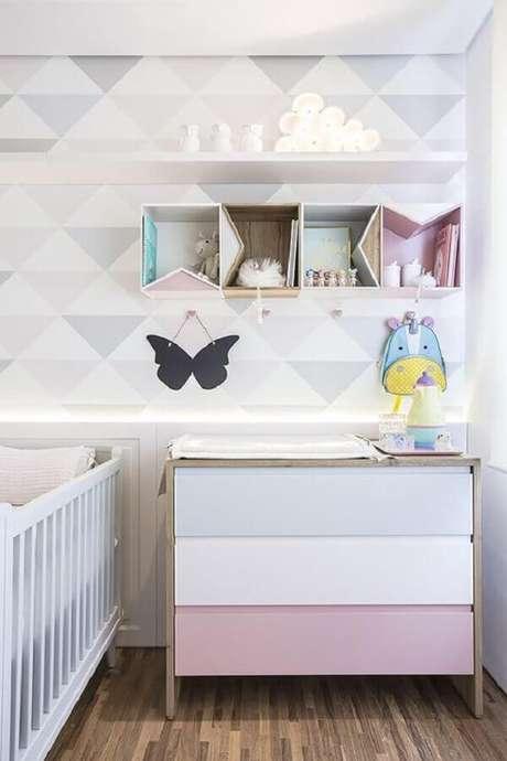 8. Quarto moderno decorado em cores pastéis com cômoda com trocador para bebê – Foto: Jeito de Casa