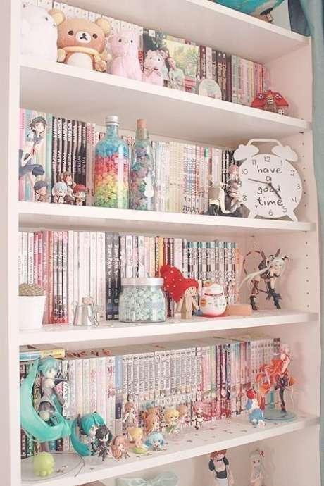 17. Enfeites para estante com animes e bonecos – Foto Pinterest