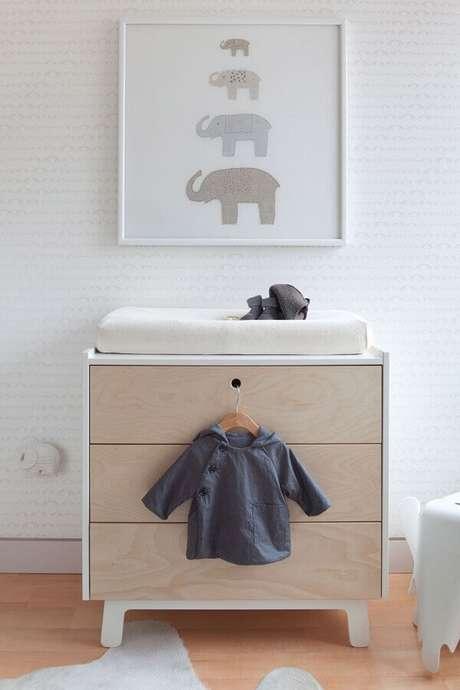 36. Decoração com cômoda de bebê com trocador branca pequena – Foto: Houzz
