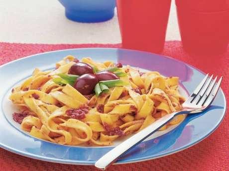 Guia da Cozinha - Tagliatelle com azeitonas pretas pronto em 40 minutos
