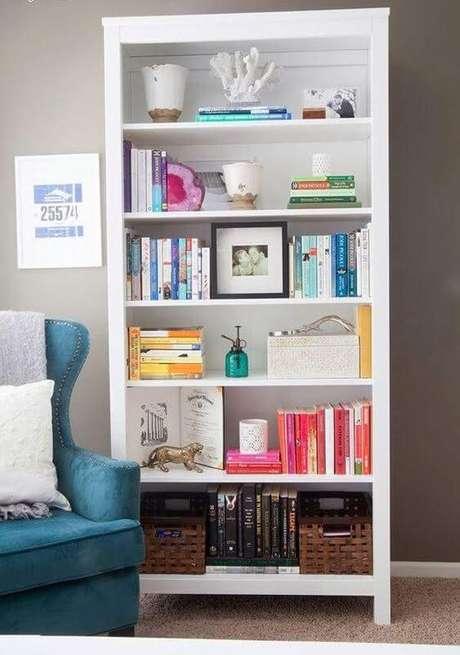 67. Cantinho de leitura com enfeites para estante de livros – Foto Pinterset