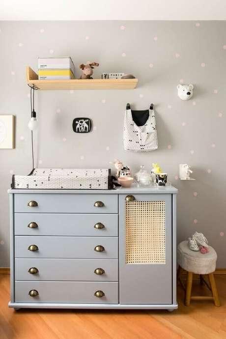 37. Decoração com modelo antigo de cômoda para bebê com trocador – Foto: Vobibr