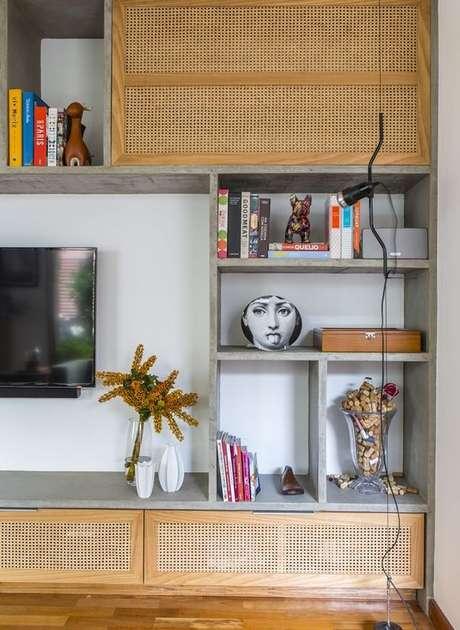 36. Enfeites para estante rack de madeira – Foto Revista Casa e Jardim