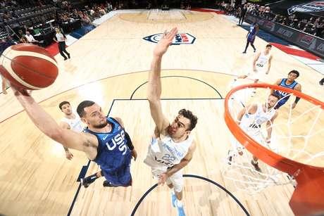 Zach LaVine durante jogo amistoso na terça-feira Reprodução Twitter/USA Basketball