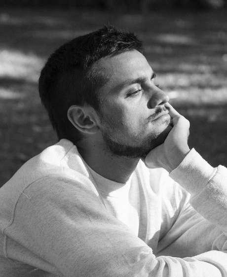 Felipe é irmão de Rodrigo Simas e Bruno Gissoni.