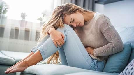 Dores no estômago são um sintoma clássico da gastrite nervosa
