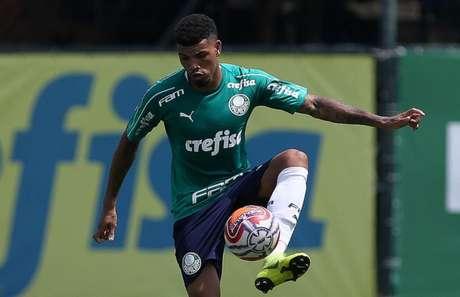 Juninho durante treinamento, na Academia de Futebol (Foto: Agência Palmeiras/Divulgação)