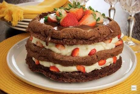 Guia da Cozinha - Bolo de Nutella® com chocolate branco e morango