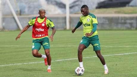 Danilo e Patrick de Paula durante treinamento do Palmeiras (Foto: Cesar Greco/Palmeiras)