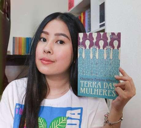 Aya foi uma das pioneiras na BookTwitch e conta com 16 mil seguidores por lá