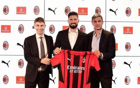Giroud è la nuova promozione del Milan per la nuova stagione (riproduzione/AC Milan)