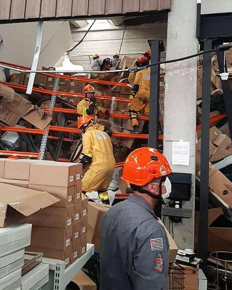 Bombeiros foram acionados para desabamento em shopping de Alphaville