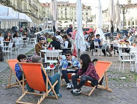 Movimentação no centro de Turim, na Itália