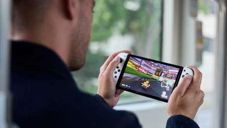Tela do Nintendo Switch OLED é um pouco maior que o modelo padrão