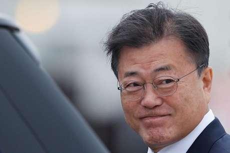 Presidente da Coreia do Sul, Moon Jae-in, chega ao aeroporto da Cornuálhia, no Reino Unido, para reunião do G7 11/06/2021 REUTERS/Peter Nicholls/Pool