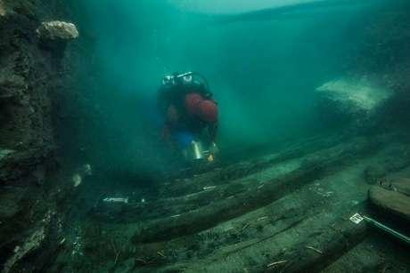 Restos de navio militar antigo descberto no litoral de Alexandria, no Egito 19/07/2021 Ministério de Antiguidades do Egito/Divulgação via REUTERS